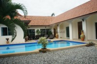 Pool View Villa Houses For Sale in  East Pattaya
